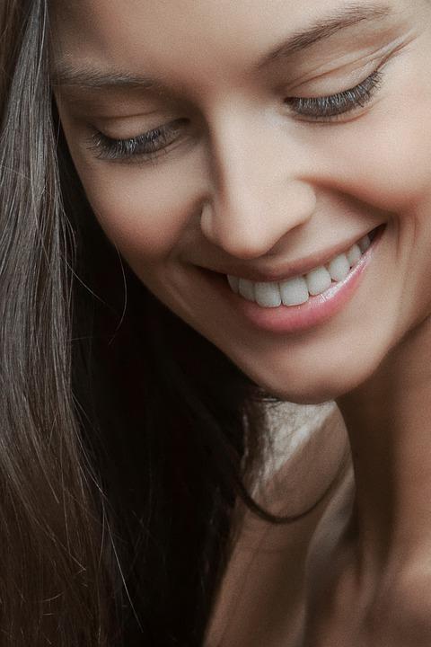 気になるほうれい線に最適な治療方法とは? たるみや骨格などの原因と一緒に治療する組み合わせ治療が効果的!